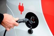 Александр Новак и Андрей Муров осмотрели новый зарядный комплекс для электромобилей на о. Русский