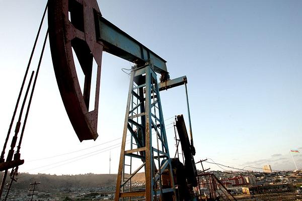 Нефть дешевеет наувеличении числа буровых установок вСША