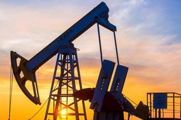 Нефть Brent торгуется выше 56 долларов забаррель